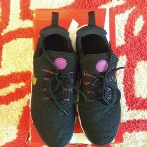 EUC Big Kids Nike Presto Fly Sneakers